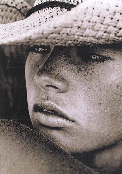 .: Faces Beautiful, Cowboys Hats, Straws Hats, Country Girls, Black White, Freckles, Summer Beautiful, Photography, Cowgirl Hats