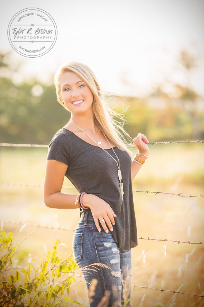 @carly4243 - Heritage High School - Senior Portraits - Frisco, Texas - Summer - Senior Model Rep - Ideas for Girls - Casual - Senior Pictures - Country - #seniorportraits - Photo Shoot - Stunning - #seniorpics - Tyler R. Brown Photography