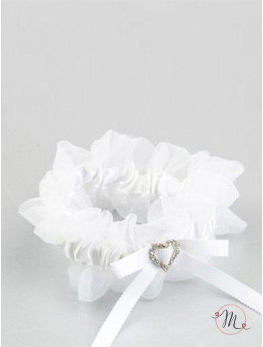 Giarrettiera bianca in tulle con spilla cuore. Classica ed elegante, non può mancare nel corredo di una sposa.  Formato: taglia unica. In #promozione #matrimonio #weddingday #ricevimento #wedding #sconti #giarrettiera #giarrettiere #sconto #nozze