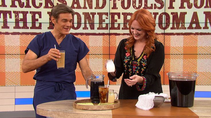 How to Make The Pioneer Woman's Perfect Iced Coffee: The Pioneer Woman Ree Drummond and Dr. Oz make an iced coffee concentrate you can make at home if you don't live near your favorite coffee store.