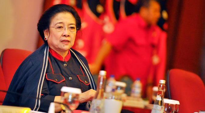 Megawati Upacara Di DPP PDIP http://bit.ly/1qp2zGV