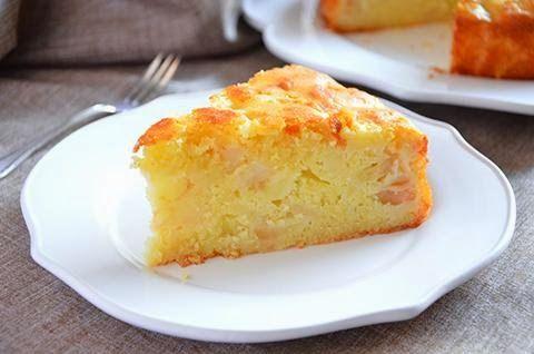 TORTA DI MELE  La ricetta della torta di mele è facile e buonissima. La torta di mele è in assoluto una delle torte soffici più buone che ci siano. In questa versione i pezzetti di mela sono all'interno dell'impasto. La torta di mele è ideale sia per la colazione che per la merenda.  Giuliana  #lacucinaimperfetta #ricette #recipes #torte #dolci