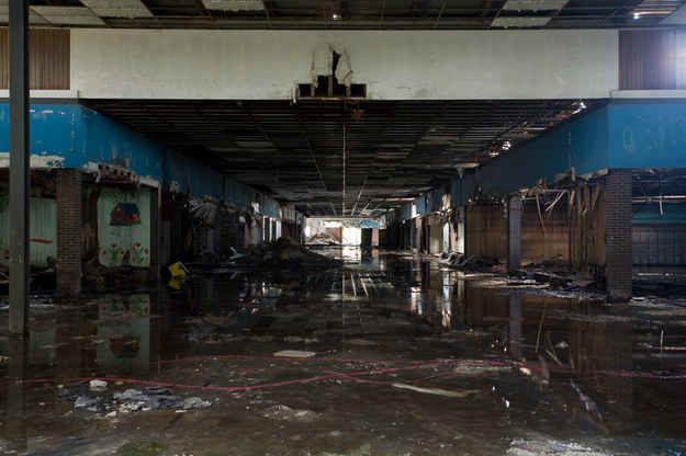 Completely Surreal Photos Of America's Abandoned Malls