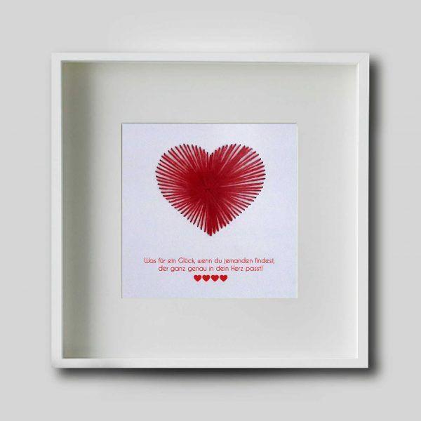 Handgesticktes Herz & das Bild mit persönlicher Widmung, für euren Lieblingsmenschen. Ein wunderbares Geschenk für die verschiedensten Anlässe, z.B.: Gastgeschenk, Geschenk Hochzeitstag, Geschenk Jahrestag, Geschenk zum Jahrestag, Geschenk zum Valentinstag, Geschenk zur Heirat, Geschenk zur Hochzeit, Hochzeitsgeschenk, personalisierbar, personalisiert, Valentinstagsgeschenk , Geburtsagsgeschenk Ihr könnt das Bild in den verschiedensten Größen und auch mit und ohne Rahmen kaufen