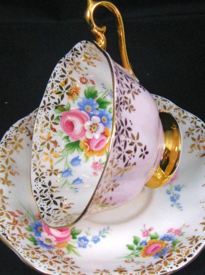 Cup and saucer                                                                                                                                                     Mais