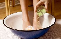 How To Get Rid Of Plantar Warts On Feet Naturally http://www.wartalooza.com/treatments/over-the-counter-wart-removers