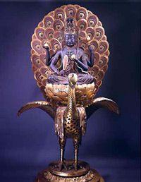 孔雀明王像(快慶作) 実習で孔雀のお尻に手を突っ込んだのは良い思い出です。 - Peacock Ming's statue (Keikyo work) It is a good memory to put his hands in the ass of peacock at practice.