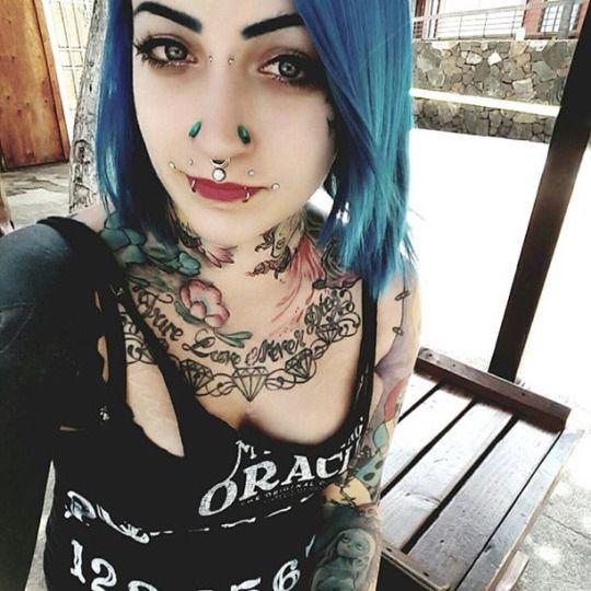 Gotische xxvi schone gotische damen pinterest for Tattooed and pierced porn