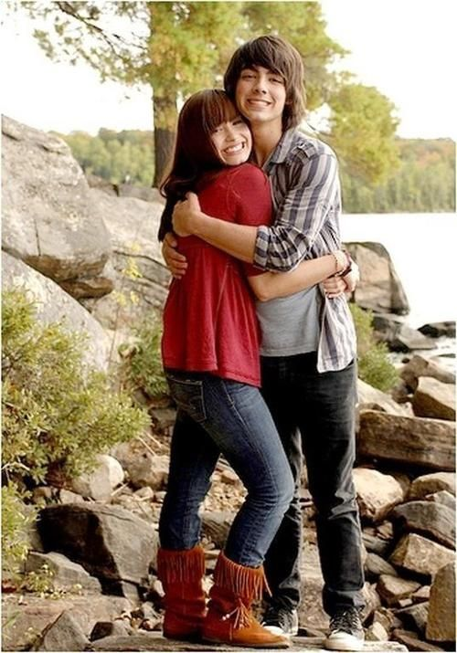 I miss these days. :/ It's so sad what happened to the Jonas Brothers and their relationships to Demi and each other. :'(