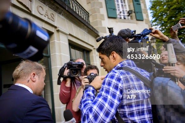 Barcelona Stars : Pictures .. Suarez arrives to the court .. and opt...