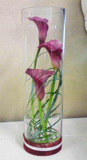Calla Lilly Centerpiece. Very simple and yet very elegant! I have a yard full of these beautiful cala lilies.