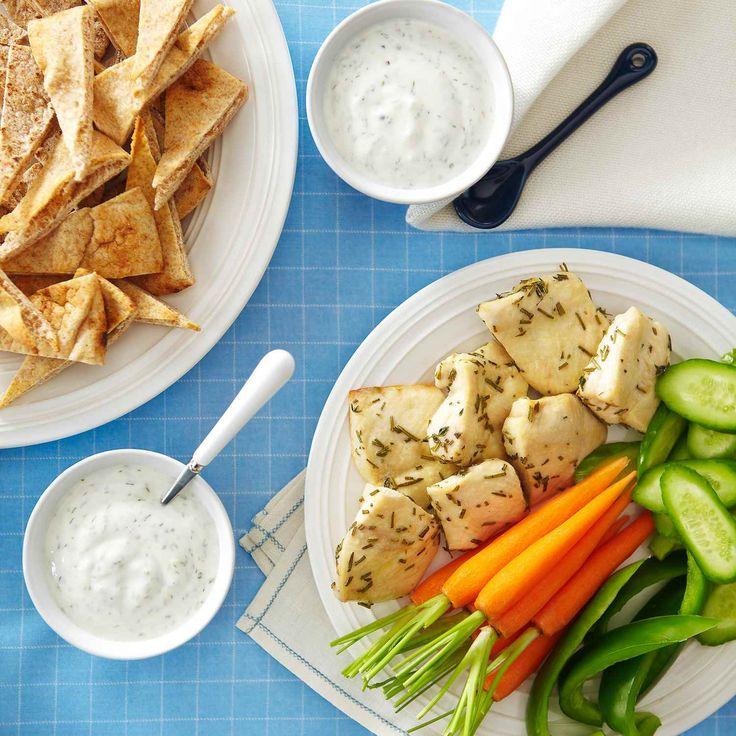La trempette au yogourt et à l'aneth est parfaite pour ces bouchées de poulet mariné. Servez les comme hors-d'œuvre, ou lors de pique-niques.  | Le Poulet du Québec