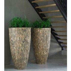 Cemani Vaas - nogal prijzig; goed te doen om zelf te maken. Pot is beplakt met houten plakjes of strips. Schuren en aflakken.