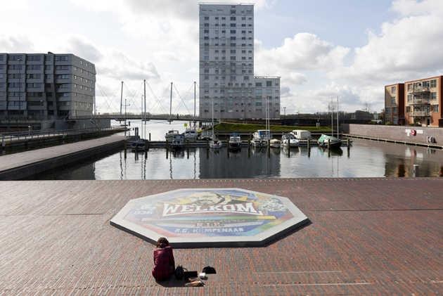 Arno Coenen, Monument voor René Kempenaar (2009-2011), Weerwaterplein, Almere Stad. © Jordi Huisman, Museum De Paviljoens