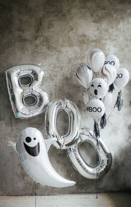 White & Silver Halloween Party Decorations - if you need new diy ideas for halloween or need to plan a trendy halloween party then these decorative balloons are perfect option for you. Original and fun! Halloween Balloons, Halloween Birthday, Halloween Party Decor, Baby Halloween, Holidays Halloween, Halloween Themes, Halloween Crafts, Diy Party, Trendy Halloween