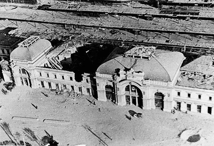 Verona 1945 - La stazione ferroviaria di Porta Nuova dopo i bombardamenti della seconda guerra mondiale.