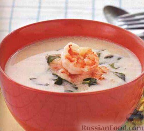 Продукты (на 2 порции) Креветки крупные (чищеные) - 400 г Кокосовое молоко - 1 стакан Карри паста красная - 0,5 ч. л. Вода - 1 стакан Соль - 0,25 ч. л. Цедра лайма - 1 полоска (2 см) Базилик свежий (резаный) - 0,25 стакана Суп с креветками готовится с добавлением кокосового молока и пасты карри.