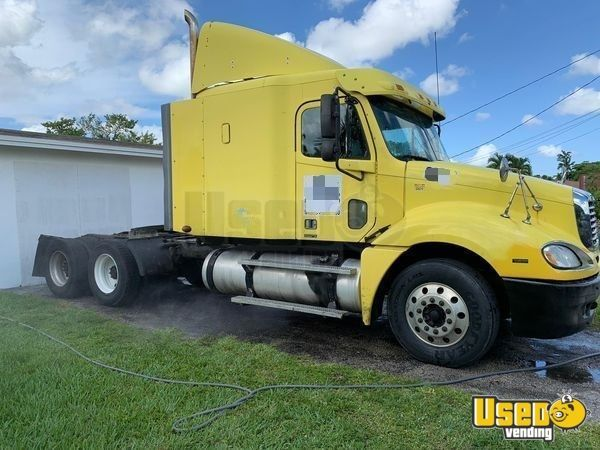 Two 2006 Freightliner Columbia Sleeper Cab Semi Trucks For Sale In Florida Semi Trucks For Sale Trucks For Sale Freightliner
