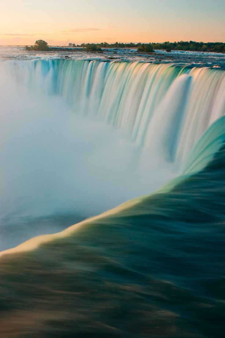 Niagara falls what a beautiful scene and a wonder of the world. This would be a great place to put on  the bucket list.