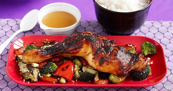 Kycklingklubbor i ugn som penslas med en sötsalt, het kryddblandning som ger goda koreanska smaker. Enkelt och gott med wokade grönsaker och ris.