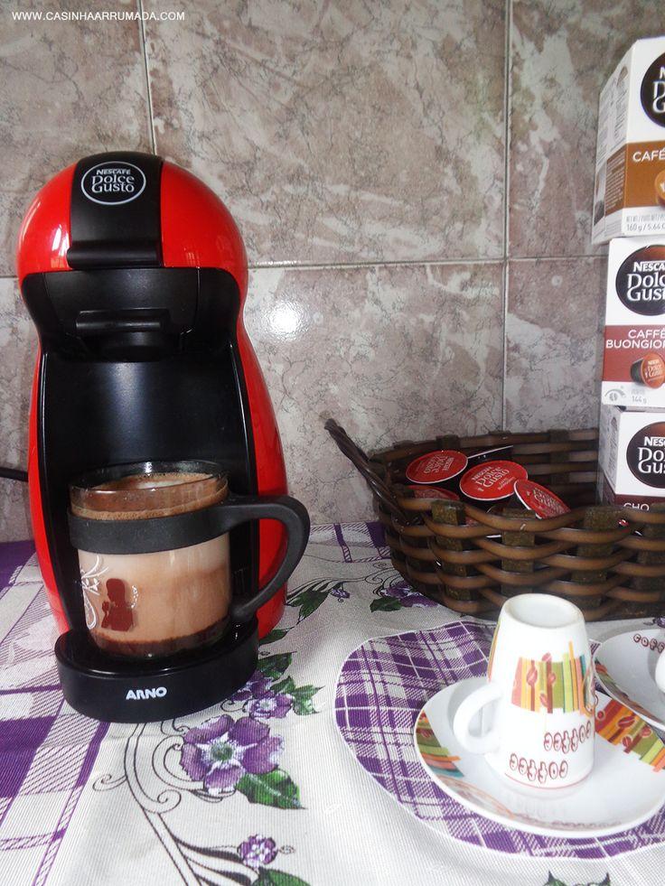 Cantinho do café em casa + minha cafeteira Dolce Gusto: www.casinhaarrumada.com/2015/02/cantinho-do-cafe-em-casa-minha-cafeteira-dolce-gusto.html