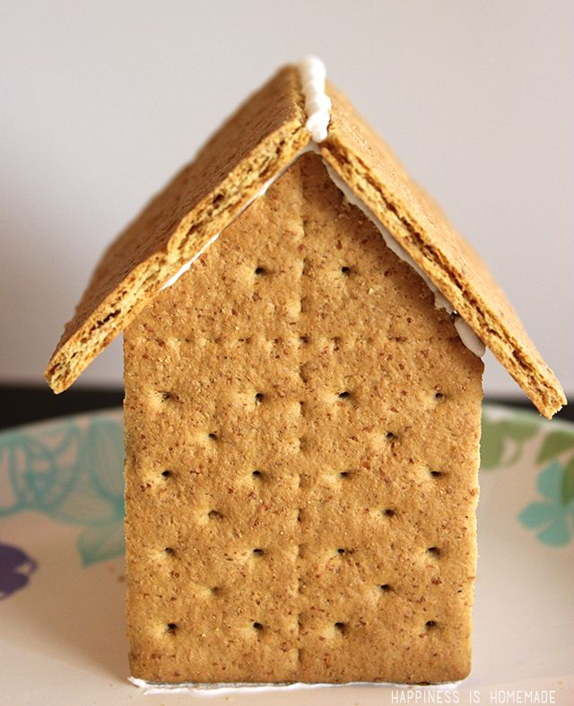 Decorating gingerbread houses is a fun holiday tradition, and it's SO simple to make your own houses with Honey Maid graham crackers! Full step-by-step tutorial and icing recipe in the post!