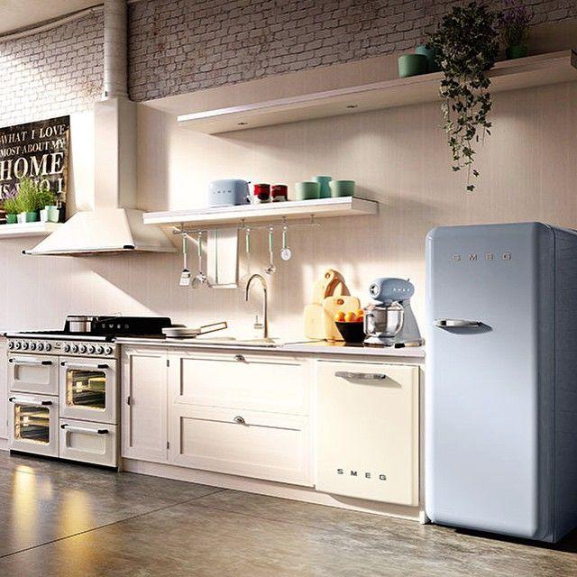 Cocina, nevera, campana, robot de cocina y.... Alguien sabe que otro deseado electrodoméstico aparece en la foto? Pista: es pequeño y... súper bonito!!!