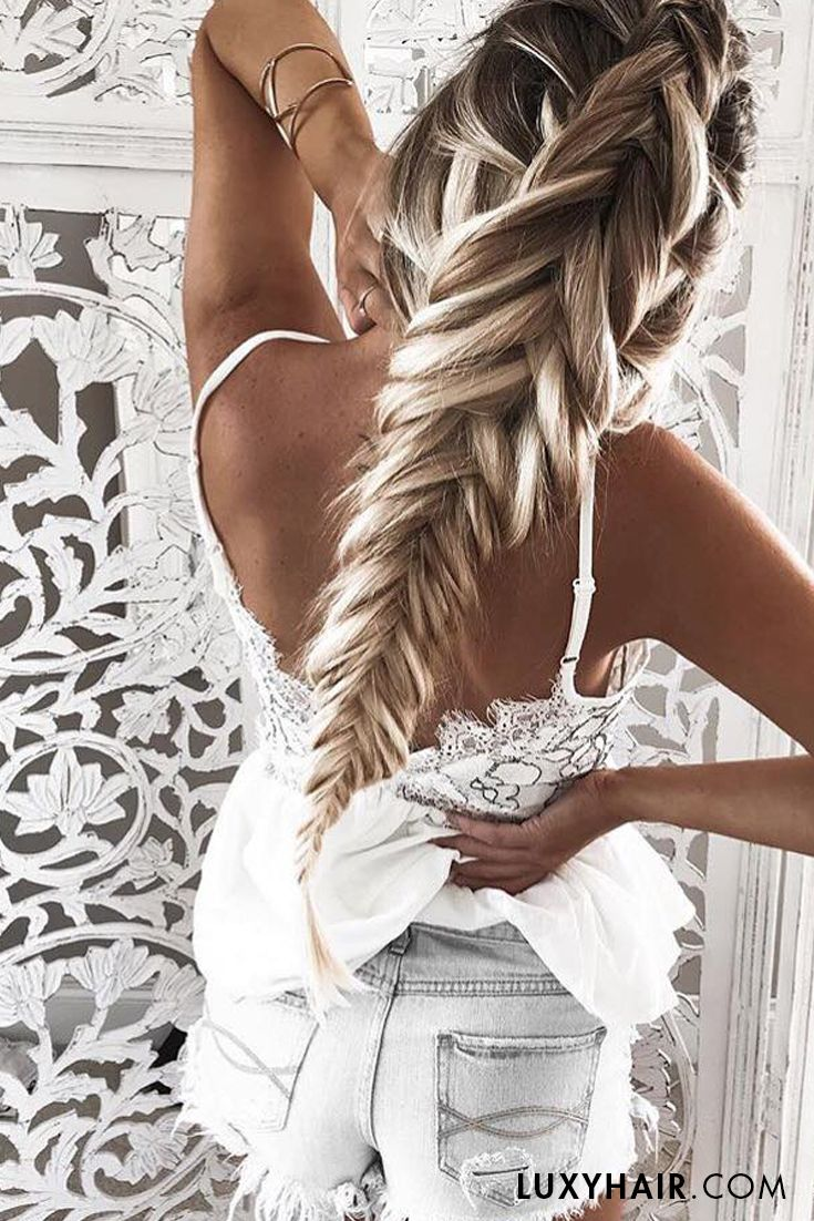My goodness look at that thick braid! The fabulous @kelsrfloyd is wearing her 220g Ash Blonde #luxyhairextensions to achieve this unbelievable volume!!