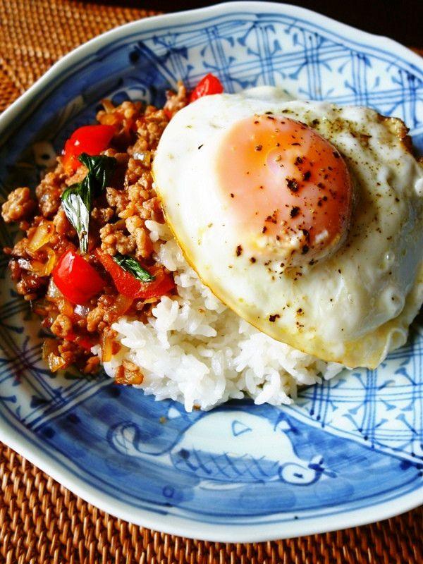つくれぽ500&本掲載感謝☆辛さ控えめ☆挽肉とナンプラーとバジルで本格タイ料理ガパオライスが簡単に出来ます♪