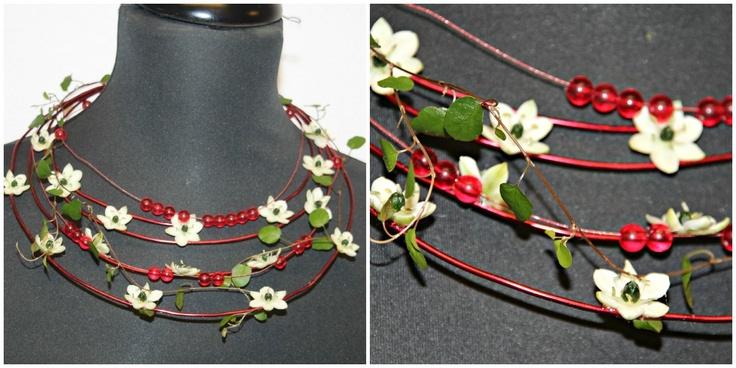Blomsterdekoratører - Godalen vgs. Floral necklaces.