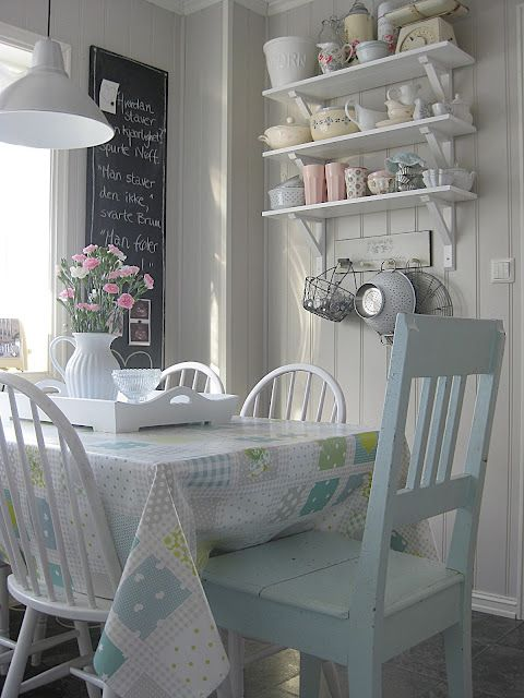 ♥ love this little cottage dining spot