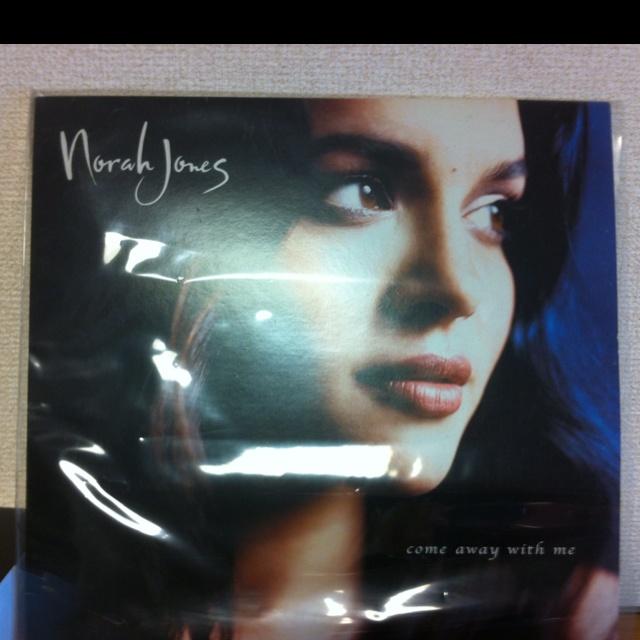 Norah Jones Come away with me 我が家のインテリア。LPバージョン、180gは5000円してて諦めた。