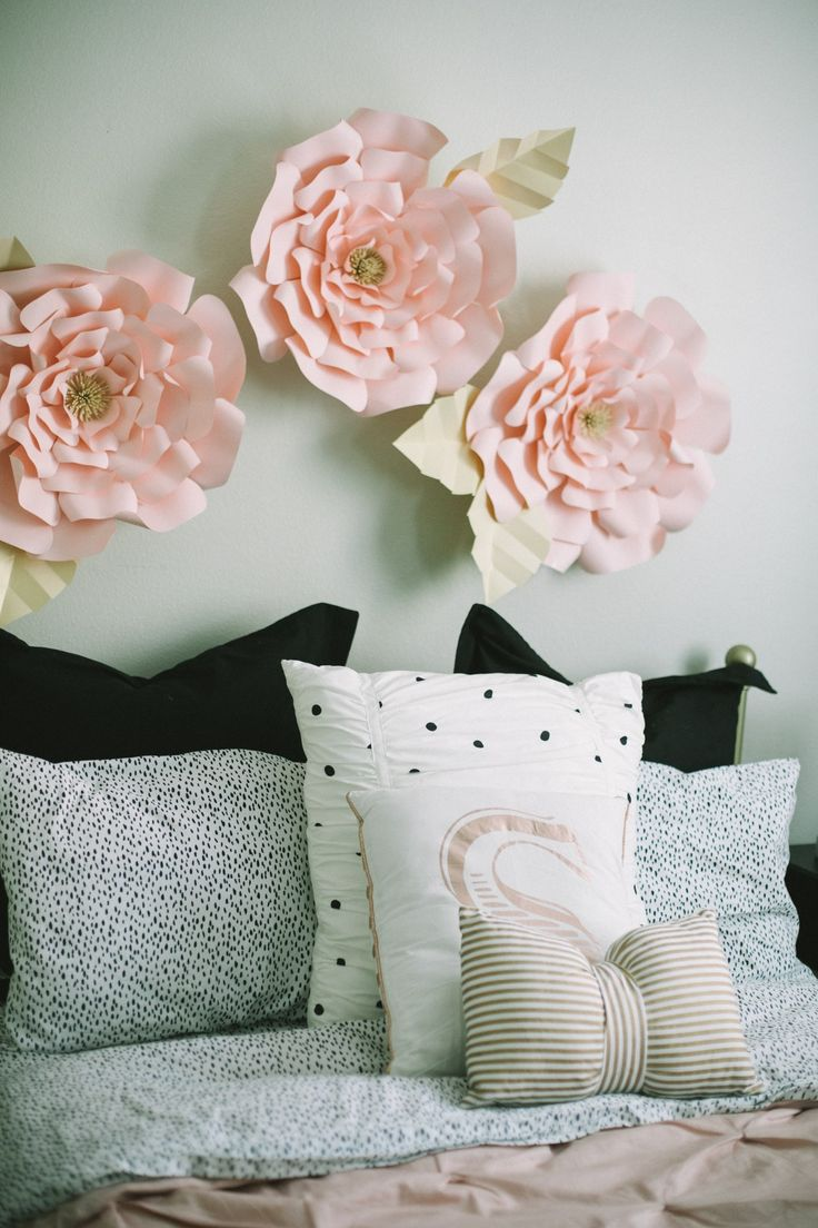 """Does your little girl's bedroom in need of a dire makeover?Heres how to decorate your daughters room not so """"pink"""" and a little more """"teen."""""""