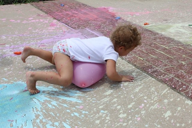 This site has some great ideas of activities to do with children!Balloons Painting, Sidewalk Painting, Painting Balloons, Water Balloons, Painting Filling, Sidewalk Chalk Painting, Chalk Balloons, Balloons Filling Painting, Street Painting