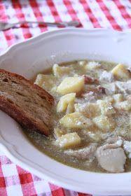 Decisamente il tempo ideale per gustarsi un piatto caldo come un abbraccio e morbido come un bacio.   La zuppa cremosa di patate e porcini ...