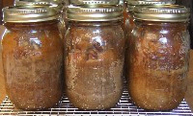 Canning Jar Cakes make the most wonderful homemade gifts. Make them today with these instructions.: Step 6 - Covering the Jars