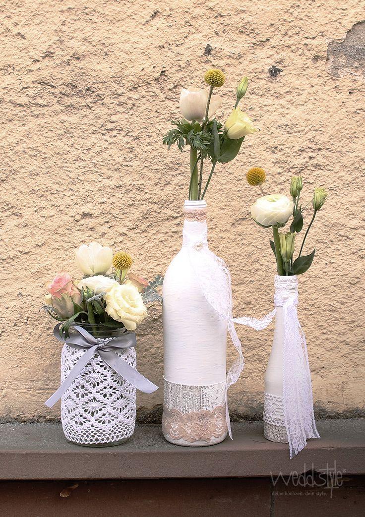 ♥♥♥ Weiße Vintage-Vasen für Deine Hochzeit mieten #weddstyle www.weddstyle.de/vintage-hochzeit-vasen-mieten.html