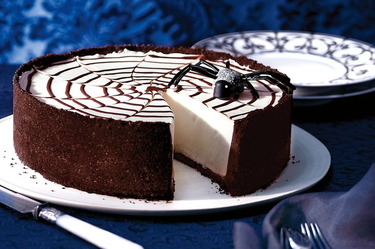 Get into the spirit of Halloween with this ghoulishly delicious cheesecake.