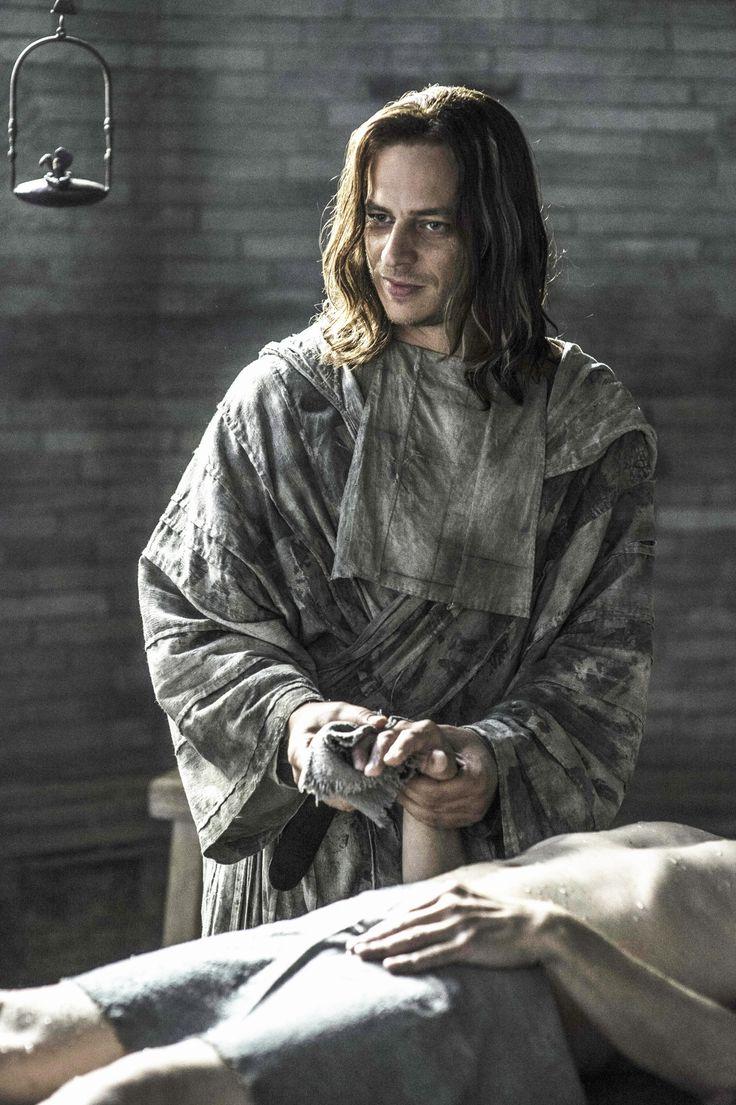 """Stills de Jaqen H'ghar et Arya Stark de Game of Thrones Episode 605, """"La Porte"""" X De: https://www.facebook.com/tomwlaschihafanpage/"""