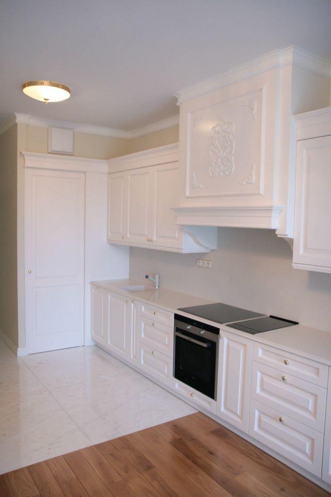 zabudowa okapu kuchnia angielska, kuchnie angielskie, meble na wymiar, white traditional kitchen - wykonanie Artystyczna Manufaktura