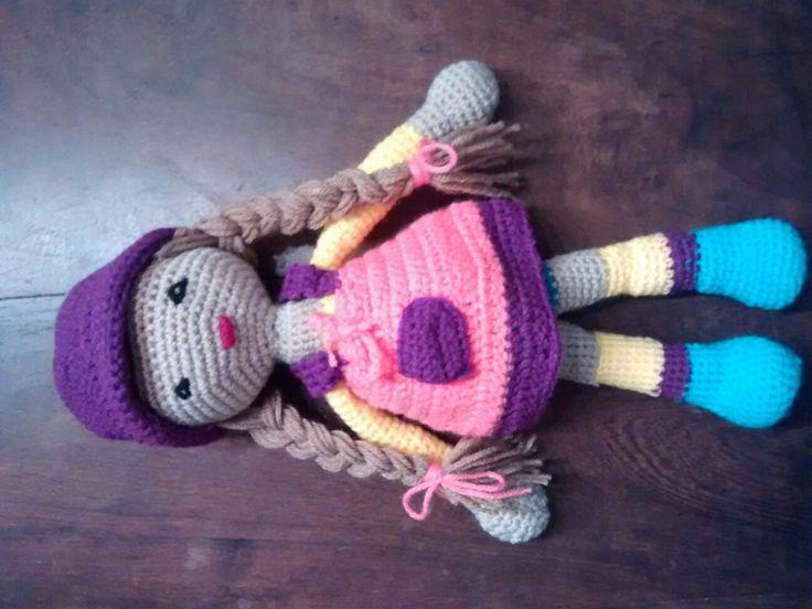 Muñeca hecha al crochet