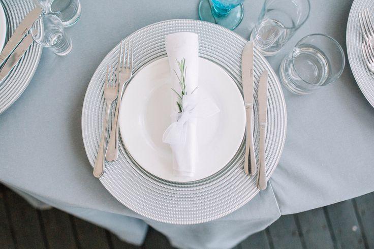 сервировка стола, сервировочные тарелки, салфетки на свадьбе, Table setting, Serving plates, wedding decor table