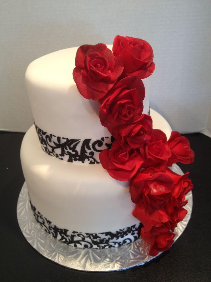 gâteau de mariage damask et cascade de roses rouges