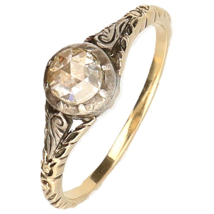 Online veilinghuis Catawiki: Geelgouden solitair ring fijn bewerkt bezet met een roos geslepen diamant van 0,50 ct