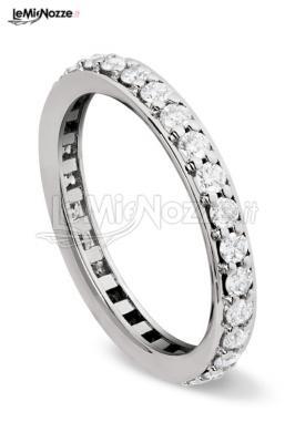 http://www.lemienozze.it/gallerie/foto-fedi-nuziali/img29744.html Gioielli per il matrimonio: anello di fidanzamento a riviera