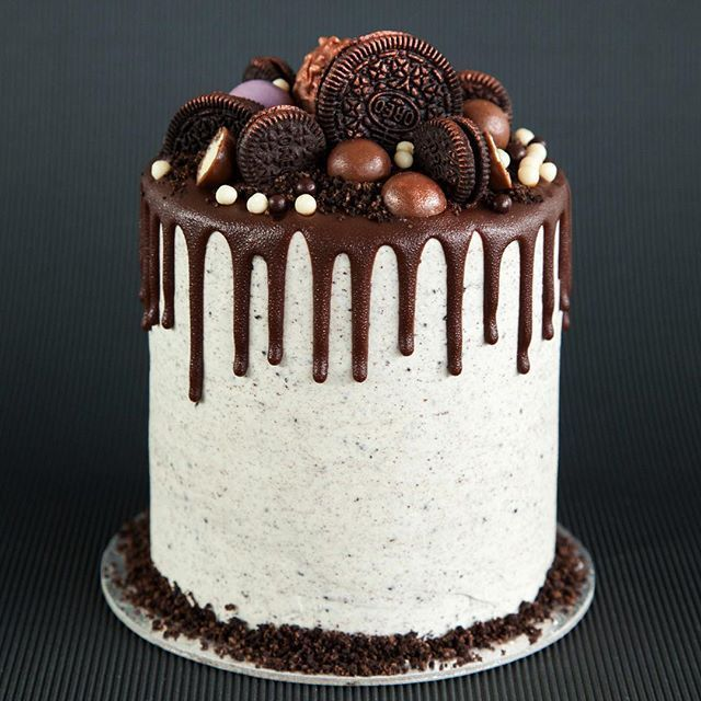 Dreaming of these flavours today! Custom chocolate malt cake with Oreo cream cheese frosting. Bakedown cakery