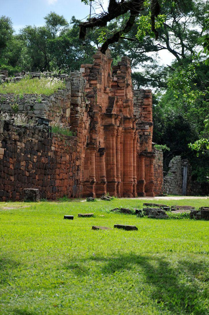 Santa Ana es una ciudad argentina de la provincia de Misiones, ubicada en el Departamento Candelaria. En el municipio también se encuentra el núcleo urbano de Puerto Santa Ana. A 2.000 metros del acceso de la localidad se localizan las Ruinas Jesuíticas de Santa Ana, que fueron declaradas Patrimonio Mundial de la Humanidad por la Unesco en el año 1984.