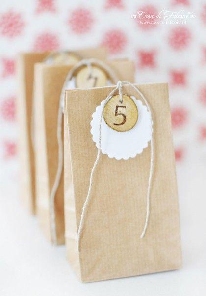 calendario de adviento con bolsas de papel craft