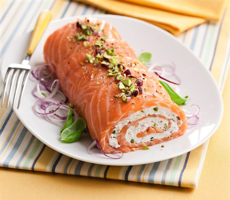 Un secondo chic pronto in 20 minuti? Prova il rollé di salmone e ricotta: non si cuoce, è facile e veloce da preparare e ti farà fare una figura strepitosa!