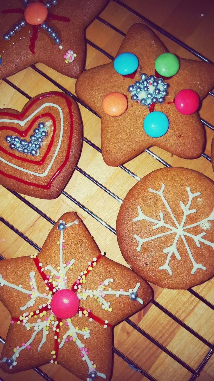 Coffee Break Reads: Making Ginger Bread Biscuits...